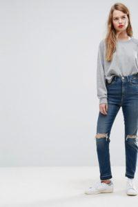 ASOS - FARLEIGH - Schmal geschnittene Mom-Jeans mit hoher Taille in dunkler Sonnet Aged Vintage-Waschung mit Abnähern am Gesäß und Rissen - Blau - Farbe:Blau