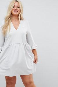 ASOS CURVE - Hängerkleid mit V-Ausschnitt und gerüschten Bündchen - Grau - Farbe:Grau