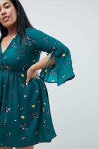 Missguided Plus - Geblümtes Kleid mit eingeschlitzten Ärmeln - Grün - Farbe:Grün