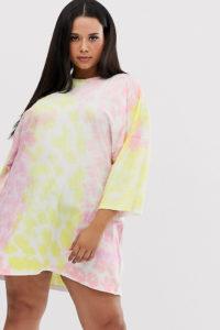 Missguided Plus - Exklusives T-Shirt-Kleid in Batik - Mehrfarbig - Farbe:Mehrfarbig