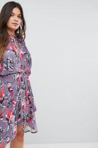 Simply Be - Geblümtes Samtkleid mit verdrehter Vorderseite - Mehrfarbig - Farbe:Mehrfarbig