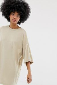 Weekday - Besonders groß geschnittenes T-Shirt-Kleid in Beige - Beige - Farbe:Beige