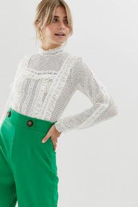Miss Selfridge - Bluse mit Rüschenausschnitt aus weißer Spitze - Weiß - Farbe:Weiß
