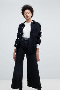 Weekday - Ace - Schwarze Jeans aus Bio-Baumwolle mit weitem Bein - Schwarz - Farbe:Schwarz