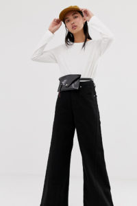 Weekday - Beat - Jeans mit superweitem Bein in schwarzer Tuned-Waschung - Schwarz - Farbe:Schwarz