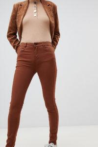 Pull&Bear - Enge Jeans mit Push-up-Effekt in Tabak - Braun - Farbe:Braun