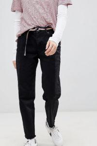Pull&Bear - 2-farbige Mom-Jeans in Schwarz mit Fransensaum - Mehrfarbig - Farbe:Mehrfarbig