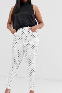 Simply Be - Chloe - Enge Jeans mit hohem Bund in Weiß mit schwarzen Punkten - Weiß - Farbe:Weiß