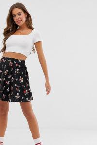 Wednesday's Girl - Schwingender Minirock mit kleinem Blumenmuster - Schwarz - Farbe:Schwarz