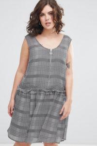 ASOS CURVE - Kariertes Minikleid mit abfallendem Saum - Mehrfarbig - Farbe:Mehrfarbig