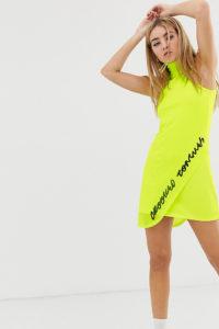 Crooked Tongues - Kleid mit Auflage aus neonfarbigem Netzmaterial mit gesticktem Logo - Grün - Farbe:Grün